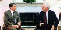 Bob Slosser interviews Ronald Reagan in the White House